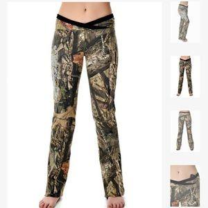 NWOT Mossy Oak GWG camo yoga pants